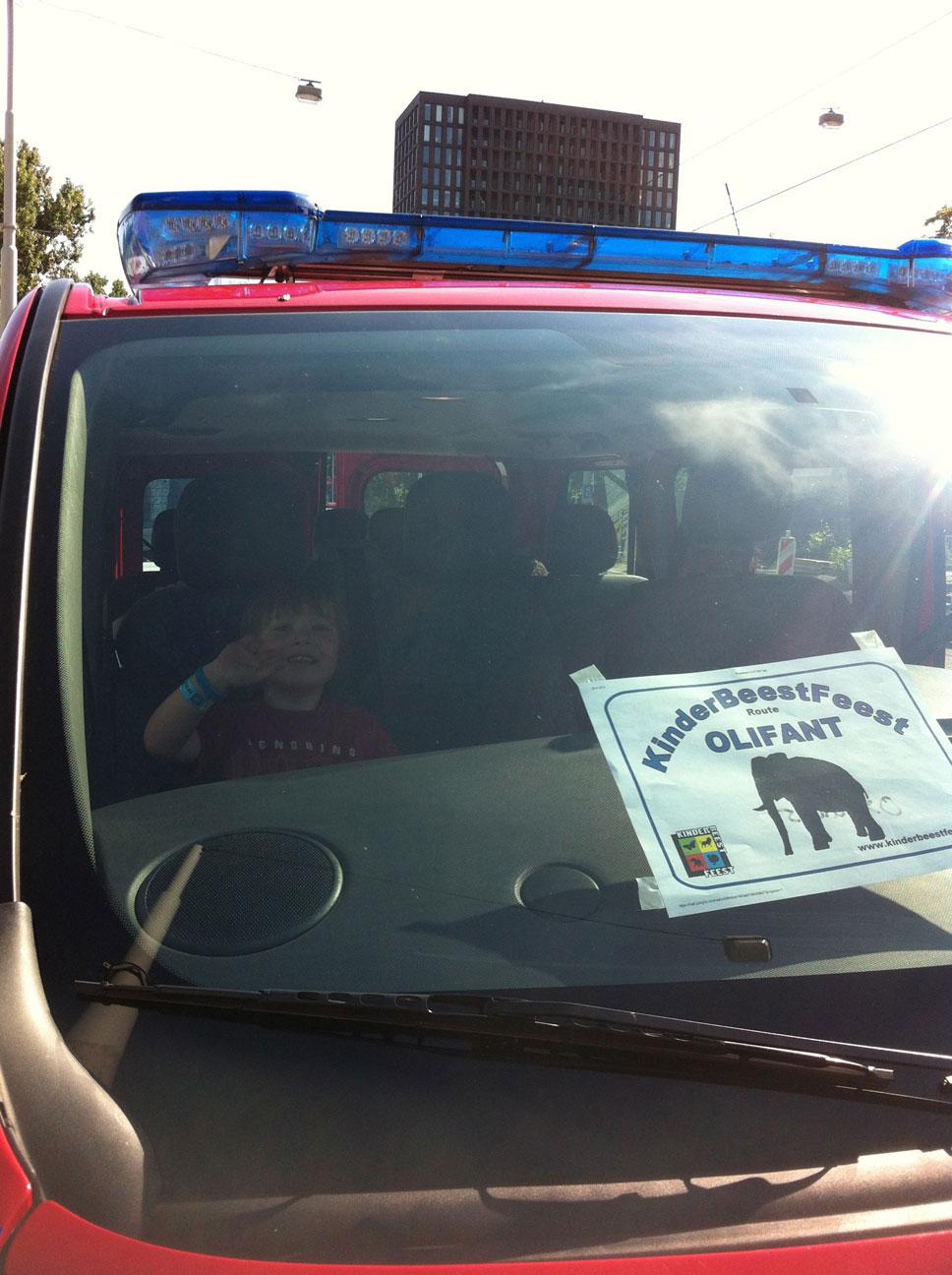 Voorin in de brandweerbus, op weg naar Artis